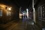 图为乌镇西栅景区夜色中的游客身影。新华网 魏炜 摄