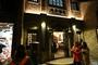 图为夜色中的乌镇邮局。新华网 魏炜 摄